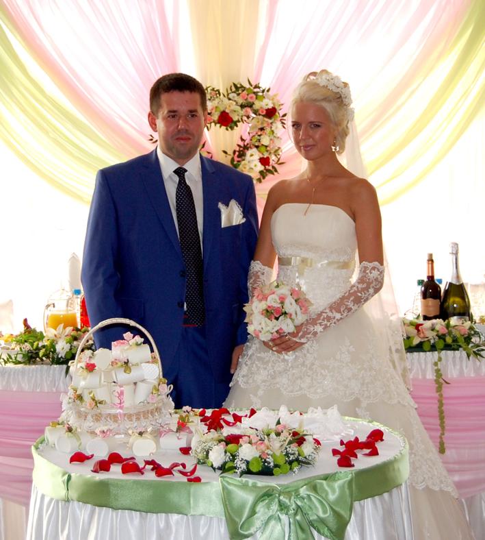 жених и невеста в ресторане